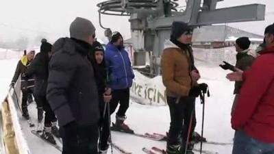 'Okul her yerdedir' deyip derslerini kayak merkezinde işliyorlar - AĞRI