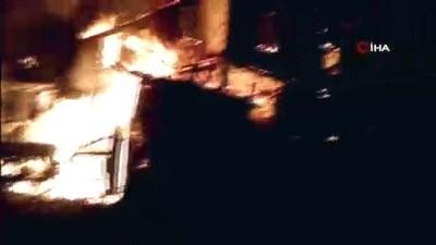 Yangın iki katlı ahşap evi kül etti
