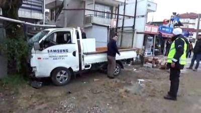 Kontrolden çıkan kamyonet ağaca çarptı, kazadan dakikalarla kurtulan kadın o anları anlattı