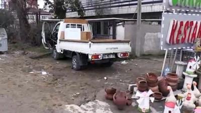 Yalova'da kamyonet ağaca çarptı: 2 yaralı - YALOVA