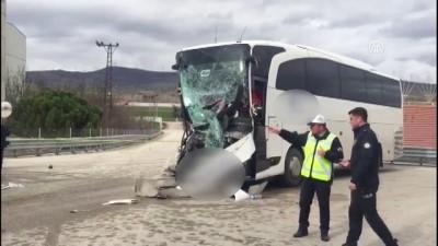 Yolcu otobüsü ile kamyon çarpıştı (1) - AMASYA