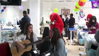 Bitlis'te müzik eşliğinde diyaliz hastaları eğlendirildi