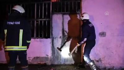Çamura saplanan itfaiye aracını bırakıp yangına koştular - AĞRI