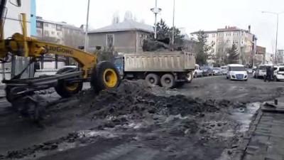 Doğu Anadolu'da ekiplerin baharda kar mesaisi - ARDAHAN