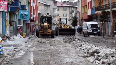 Doğu Anadolu'da ekiplerin baharda kar mesaisi - KARS