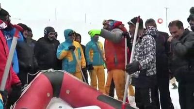 Karlı dağlarda rafting heyecanı