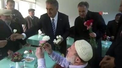 """Huzurevi sakinleri ile buluşan AK Parti Genel Başkan Yardımcısı Yazıcı: """"Aile birliği ve bütünlüğü beka işidir"""""""