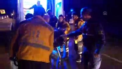 Kırıkkale'de otomobil bariyerlere çarptı: 3 yaralı