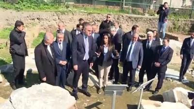 Kültür ve Turizm Bakanı Ersoy, İznik'te restorasyonu devam tarihi yapıları inceledi - BURSA