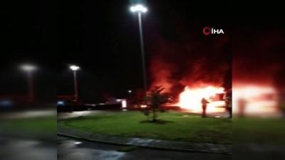 Dinlenme tesisine park ettiği tekstil yüklü tır alev alev yandı