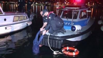 Fatih'te denize atlayan genci deniz polisi kurtardı