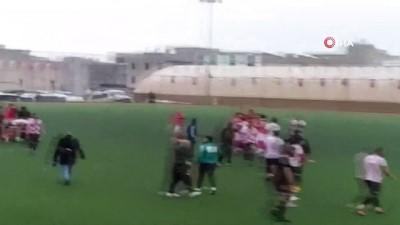 Amatör ligde futbolcudan taraftara çirkin tepki