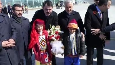Bakan Kurum, Kars'ta ana muhalefete yüklendi