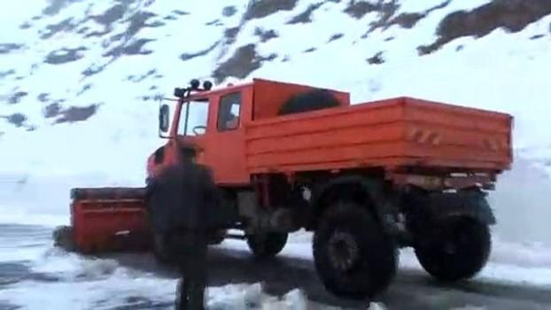 cig dusmesi - Çığ nedeniyle kapanan Hakkari-Şırnak kara yolu açıldı - HAKKARİ