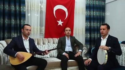 Hakim ile jandarma komutanının çaldığı Çanakkale Türküsü'nü Kaymakam seslendirdi - ADANA