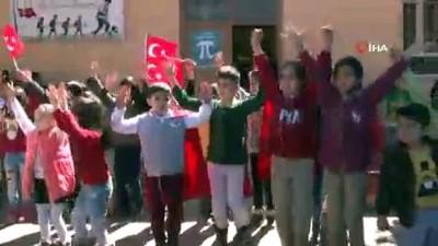 Mardinli miniklerden sınırın sıfır noktasından Türk bayraklı Çanakkale mesajı