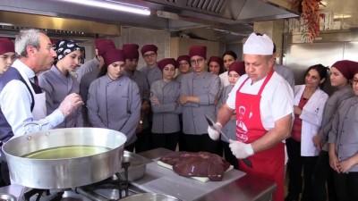 Aşçılık öğrencilerine türkü eşliğinde ciğer dersi - EDİRNE