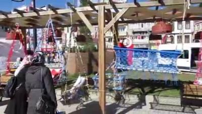 Huzurevi sakini Yaşlılar Haftası'nda sergi açtı - AFYONKARAHİSAR