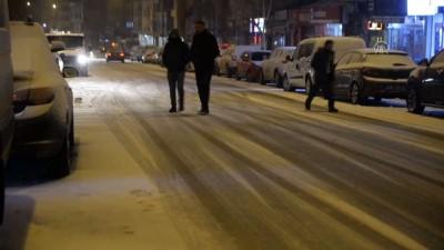 Ardahan'da kar yağışı ve tipi etkili oluyor