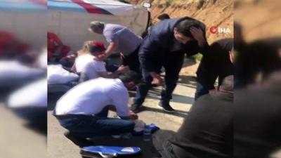 temel atma toreni -  Adana'da seçim midibüsü devrildi: 15 yaralı