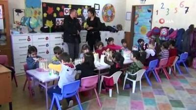 ogretmen -  Ana sınıfı öğrencileri tığ ve şiş kullanmadan ördükleri atkıları Mehmetçiğe gönderecek