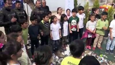 Dalgıçlardan deniz dibinde 'Çanakkale Geçilmez' pankartı