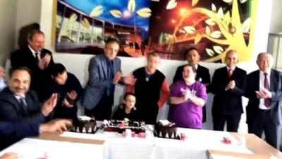 Akhisar protokolü ve Down Sendromlu çocuklar birlikte pasta kesti