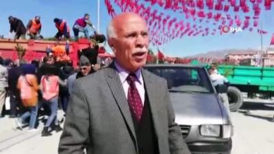 - Erzincan'da fidan izdihamı