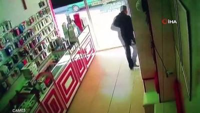 Malatya'da meydana gelen depremde panik anı kamerada