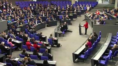 - Merkel'den Brexit'in ertelenmesine destek