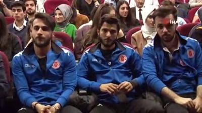 Bakan Kasapoğlu üniversitelilerle bir araya geldi