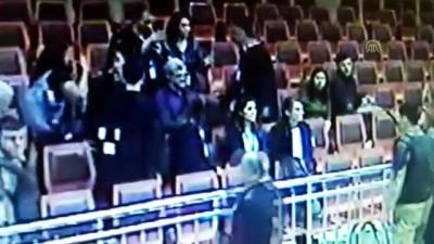 Duruşma salonunda barikatı aşıp mahkeme heyetini tehdit etti - İSTANBUL