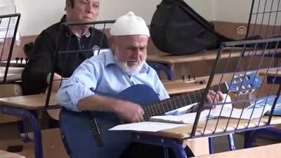 Müzik aşkı 80 yaşından sonra gitarist yaptı - MANİSA