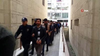 PKK sempatizanlarının pişkinliği...Adliyeye sırıtarak girdiler