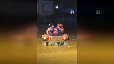 Güneydoğu'da kar yağışı ve sağanak - Vatandaşlar botla tahliye edildi - MARDİN