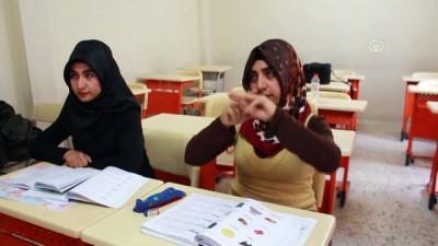 İşaret diliyle okuma yazma öğreniyorlar - SİİRT