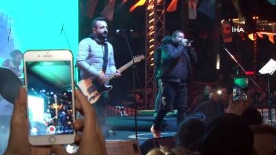Avcılarlı gençler 'Gece Yolcuları' şarkılarıyla eğlendi