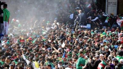 hukumet karsiti - Cezayir'de hükümet karşıtı gösteriler: Bir milyon protestocu sokaklarda