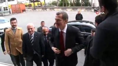 AK Parti Zeytinburnu Belediye Başkan Adayı Ömer Arısoy, oyunu kullandı