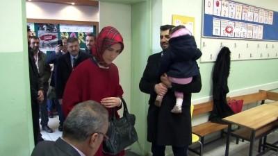 oy kullanimi -  Selçuk Bayraktar ve Sümeyye Erdoğan Bayraktar birlikte oy kullandı