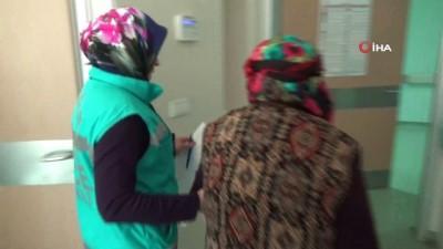 en yasli kadin -  Yaşlı kadın hastaneden oy kullanmaya gitti