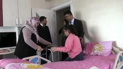 Engelli Meryem'in evde eğitim mutluluğu - BİTLİS