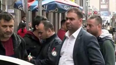 40 bin lirayı çaldı yakalanınca teslim etti gazetecilere 'buldum' dedi, parayı çaldığı o anlar kamerada