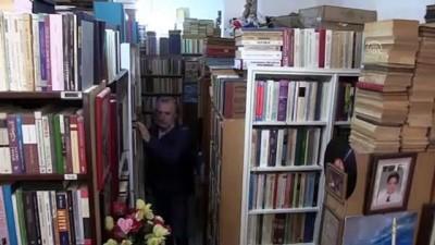 50 yılda biriktirdiği 150 bin eserle kütüphane kurmak istiyor - İZMİR