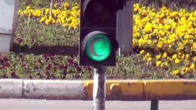 Adıyaman'da trafik ışıkları 'yeşilay' için yandı