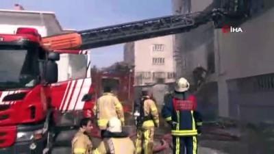 Bağcılar'da 3 katlı kağıt fabrikasında yangın çıktı