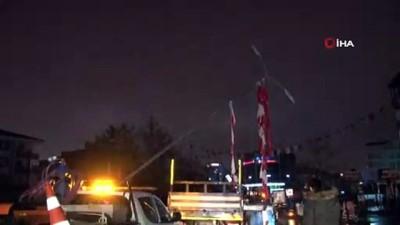nadan -  Başkent'te aydınlatma direkleri devrildi