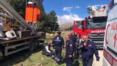 yuksek gerilim hatti - Elektrik akımına kapılan işçi ağır yaralandı - ADIYAMAN