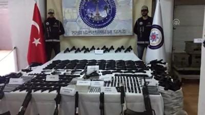 İzmir'de kaçak silah üreten şebekeye operasyon (2)