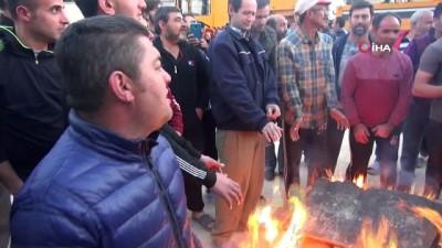Paralarını alamadıklarını iddia eden inşaat işçileri eylem yaptı